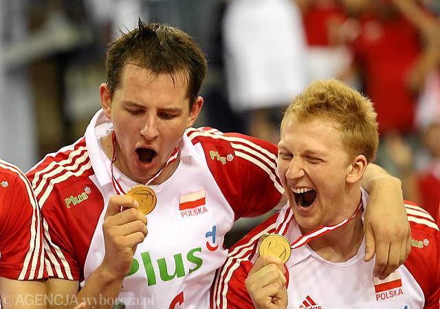 Polscy siatkarze cieszą się z medali ME w Izmirze