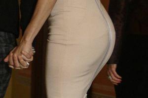Jennifer Lopez zniknęła po urodzeniu bliźniaków, ale w końcu wraca w swoim stylu. Wróciła również do figury sprzed ciąży, co widać na zdjęciach.