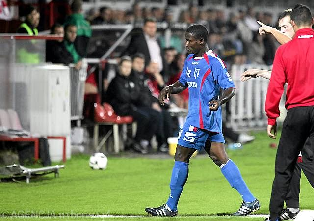 Charles Nwaogu schodzi z boiska w meczu Floty z ŁKS