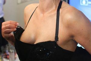 Monika Richardson potrafi zaskoczyć. Podczas wczorajszej prezentacji kolekcji jesień-zima 2009-10 Monika udowadniała, że potrafi być sexy...