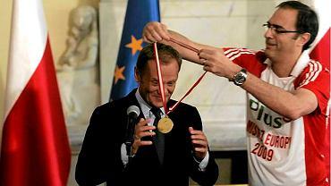 Premier Donald Tusk i trener siatkarzy Daniel Castellani