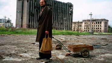 Maj 1995, Czeczenia, zniszczony pałac prezydencki w Groznym