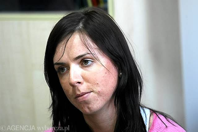 Kornelia Marek podczas konferencji prasowej, na której przepraszała fanów