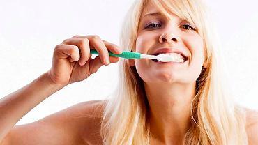 Dbając o higienę jamy ustnej musimy pamiętać również o dziąsłach.