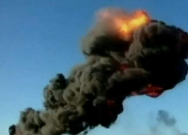 Moment eksplozji samolotu podczas wykonywania ewolucji na pokazach w Brazylii
