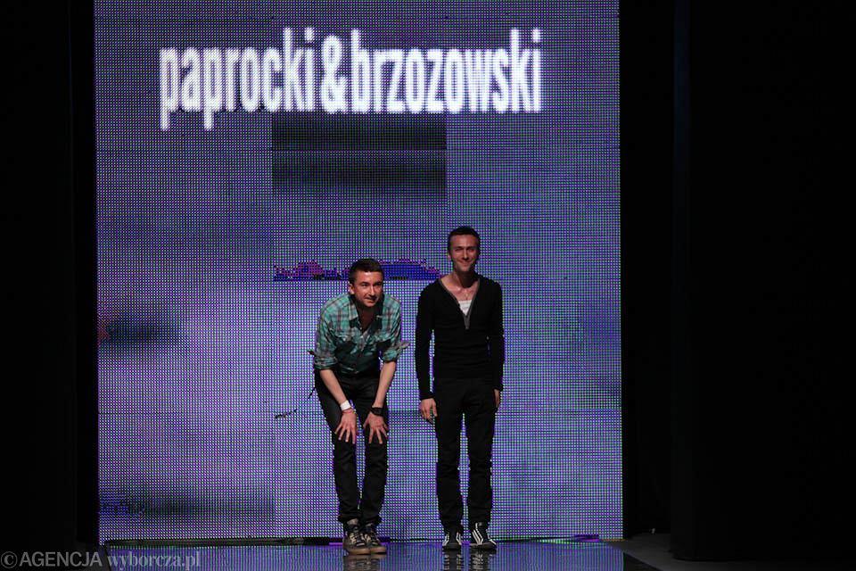 Paprocki i Brzozowski po swoim pokazie w ramach FashionPhilosophy Fashion Week Poland 2010 w Łodzi