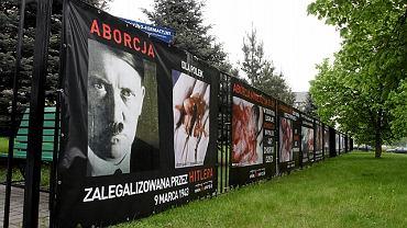 Wystawa antyaborcyjna na terenie UKSW w 2010 roku