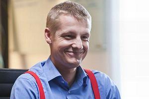 Znany z serialu M jak miłość Rafał Mroczek pojawi się w jedenastym odcinku Nowej. Aktor zagra młodego maklera zamieszanego w zabójstwo. To już kolejna rola Mroczka. Czyżby jego kariera aktorstwa powoli się rozkręcała?