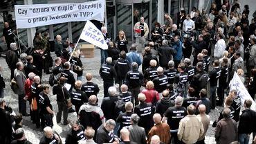 Manifestacja związku zawodowego Wizja przed siedzibą TVP w Warszawie
