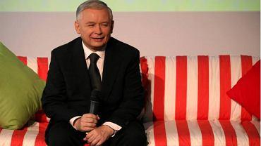 Kaczyński przywitał swoich gości w specjalnie przygotowanym w sztabie ''dziecięcym pokoju''
