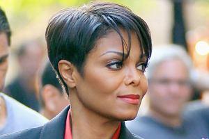 Janet Jackson przeszła wielką metamorfozę. Piosenkarka nie tylko schudła, ale też zmieniła styl. Teraz stawia na eleganckie kostiumiki. Ponoć to mowa miłość tak odmieniła piosenkarkę...
