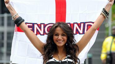 Anglicy przywieźli za sobą sznureczek pięknych fanek.