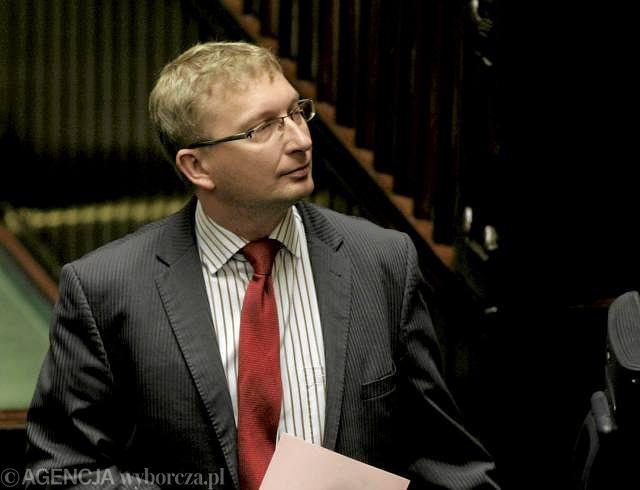 Poseł Artur Górski zapowiadał w czwartek w Sejmie przebieg wprowadzenia ustawy o służbie cywilnej