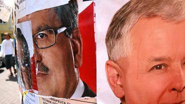 Wodzisław Śląski, plakaty wyborcze kandydujących na stanowisko prezydenta Bronisława Komorowskiego i Jarosława Kaczyńskiego