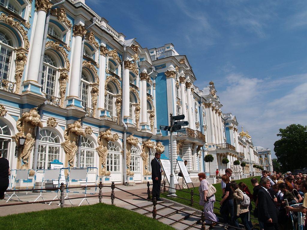 Carskie Sioło imponuje zewnętrzną fasadą pałacu, ale ogrody można sobie podarować