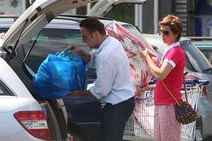 Paweł Wilczak i Joanna Brodzik wybrali się na zakupy do centrum handlowego. Obskoczyli hipermarket, sklep z wyposażeniem domu oraz sklep ogrodniczy. Później trochę im zeszło z pakowaniem. Ale po kolei...