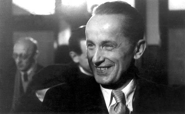 11.12.1956 r. Kazimierz Moczarski w sądzie wojewódzkim w Warszawie podczas procesu rehabilitacyjnego