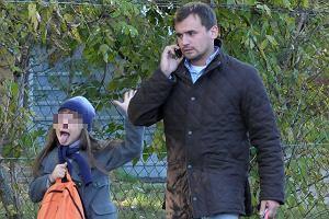 Marcin Dubieniecki jest bardzo zapracowany. Mimo tego znalazł chwilę, żeby odebrać starszą córkę Ewę ze szkoły.
