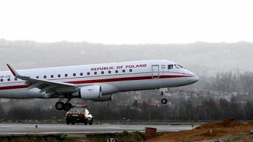 Rządowy Embraer 175 ląduje na lotnisku w Rzeszowie