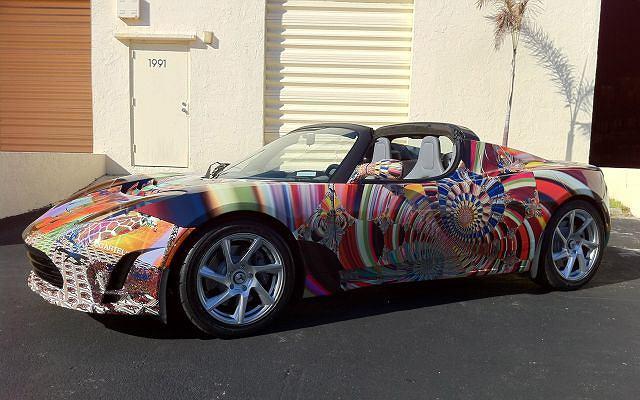 Tesla Roadster w kreacji Laurence'a Gartela