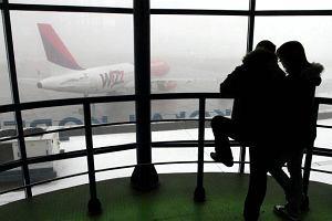 Polacy koczują na lotnisku w Dublinie. Część już odleciała. Część czeka