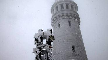 25-metrowa wieża na szczycie Wielkiej Sowy