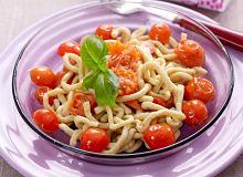 Spaghetti w sosie pomidorowym z bazylią - ugotuj