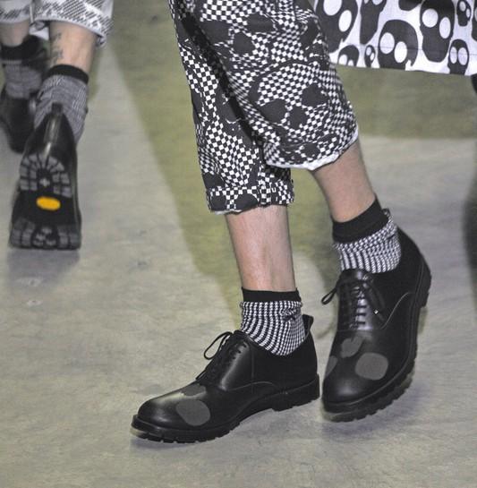 Menswear_Spring_Summer_2011  COMME DES GARCONS__Paris_june_2010_    PHOTO: EAST NEWS / ZEPPELIN
