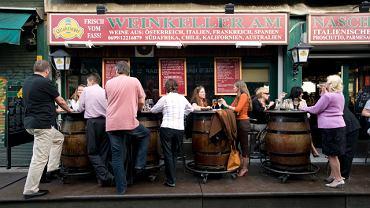 Naschmarkt - targ, na którym każda większa budka to restauracja, a niektóre słyną na całe miasto