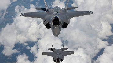 F-35 to myśliwiec wykorzystujący nowoczesne rozwiązania technologiczne wyróżniające go na tle innych samolotów.