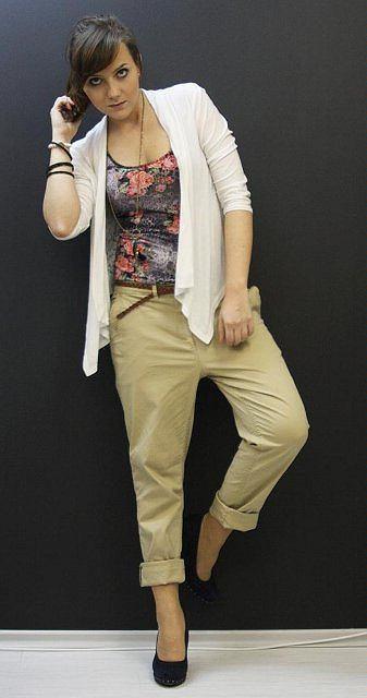 spodnie - H&M, pleciony pasek - H&M, sweterek z koronką na plecach - second hand, top w kwiaty - second hand, buty - deichmann, wisiorek - reserved, bransoletki - stradivarius
