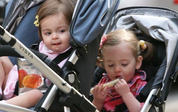 Te słodkie dziewczynki to córki Sarah Jessici Parker. Dziewczynki nazywają się Marion Loretta Elwell i Tabitha Hodge. Sarah ich jednak nie urodziła.