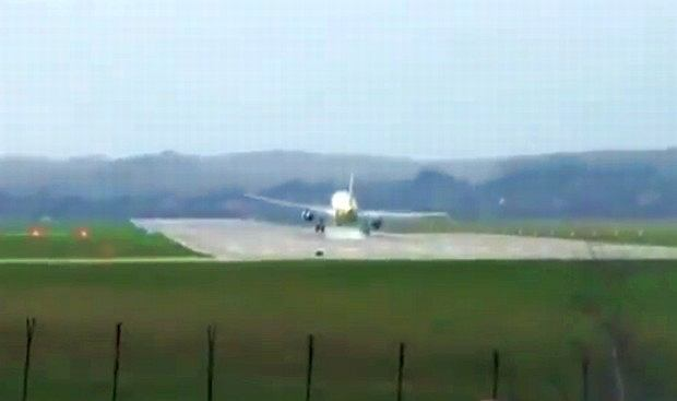 Próba lądowania na lotnisku w Balicach, 09.04.11.
