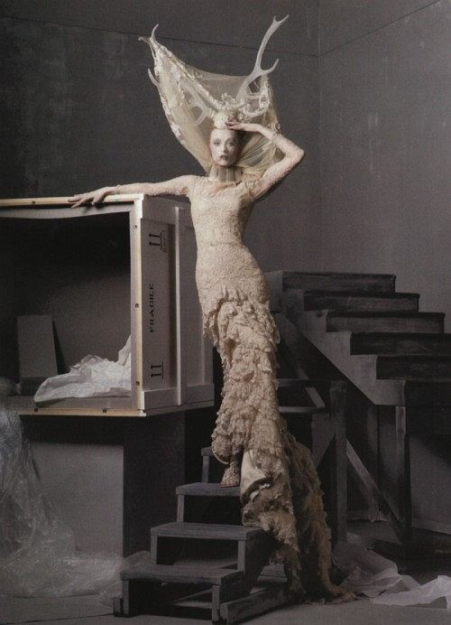 Vogue US Maj 2011 - Alexander McQueen Tribute