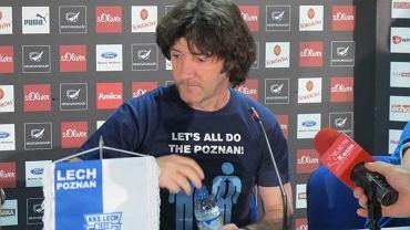 Trener Jose Bakero w koszulce ''Let's all do the Poznan''