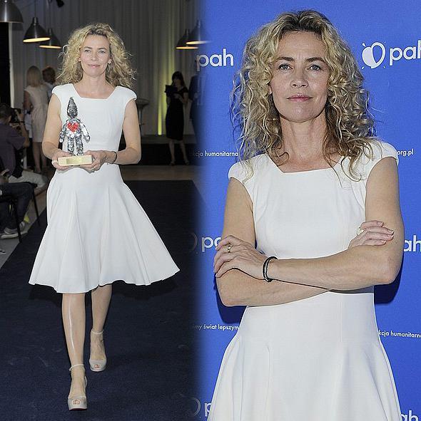 Lidia Popiel w białej sukience