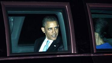 Barack Obama z żoną na lotnisku pod Londynem (23 maja 2011 r.). Michelle Obama wraca do USA i do Polski nie przyleci.
