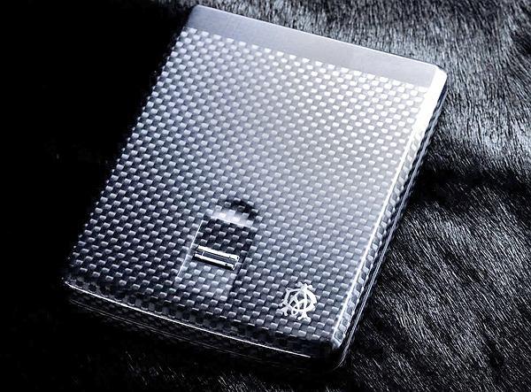 iWallet - wytrzymały portfel z czytnikiem linii papilarnych