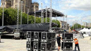 Budowa sceny na koncert z okazji rozpoczęcia polskiej prezydencji w UE