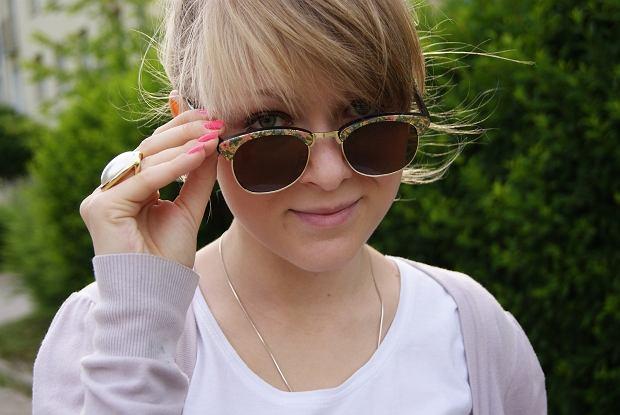 spodenki - H&M, pierścionek - H&M, bluzka - Tex, sweter - lokalnie, buty - lokalnie, okulary- lokalnie, torba - lokalnie