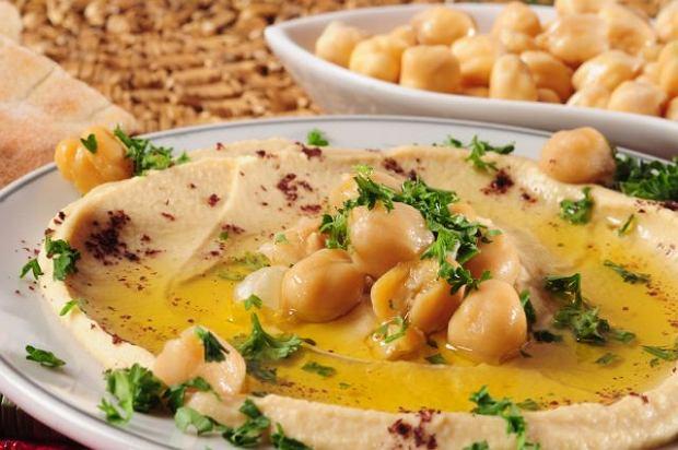 Hummus - arabska przekąska na spotkania z przyjaciółmi