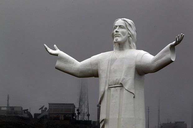 Ukończona niedawno statua Zbawiciela w Limie przegoniła świebodzińskiego rekordzistę dokładnie o metr. Teraz właśnie tam stoi najwyższy posąg Chrystusa na świecie.