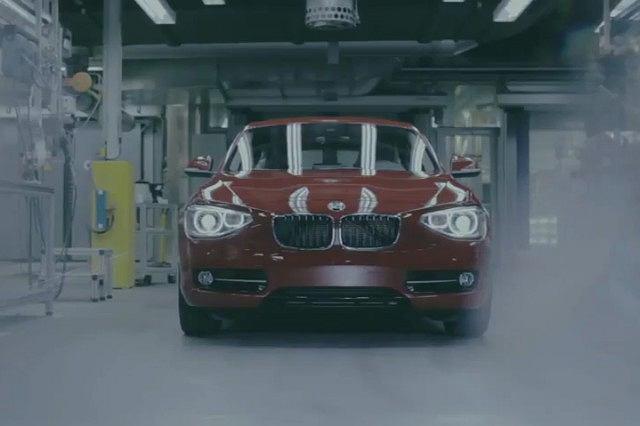 BMW serii 1 gra muzykę