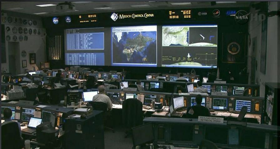 Sala kontroli lotów NASA tuż przed lądowaniem ostatniego wahadłowca