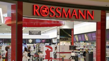 Wielka promocja w sklepach Rossmann. Przeceny nawet do -50 proc.! Co kupimy taniej? Podobne obniżki cen również w Hebe (zdjęcie ilustracyjne)
