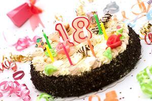 Tort na 18-stkę: dla dziewczyny, dla chłopaka. Jaki tort na 18 urodziny będzie najlepszy?