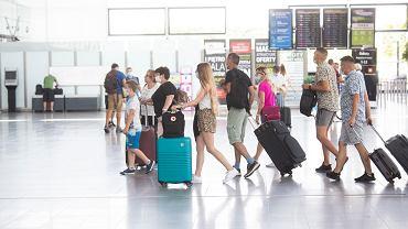 Koronawirus. UE podejmuje działania, aby ponownie wprowadzić ograniczenia w podróżach m.in. z USA
