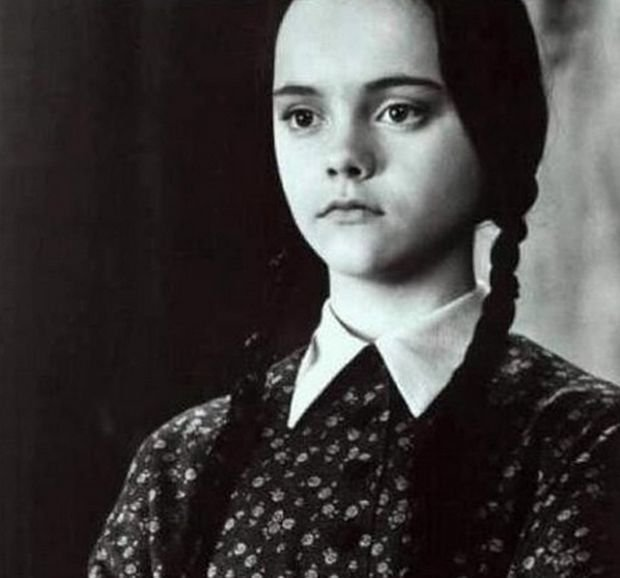Christina Ricci	jako Wednesday Addams