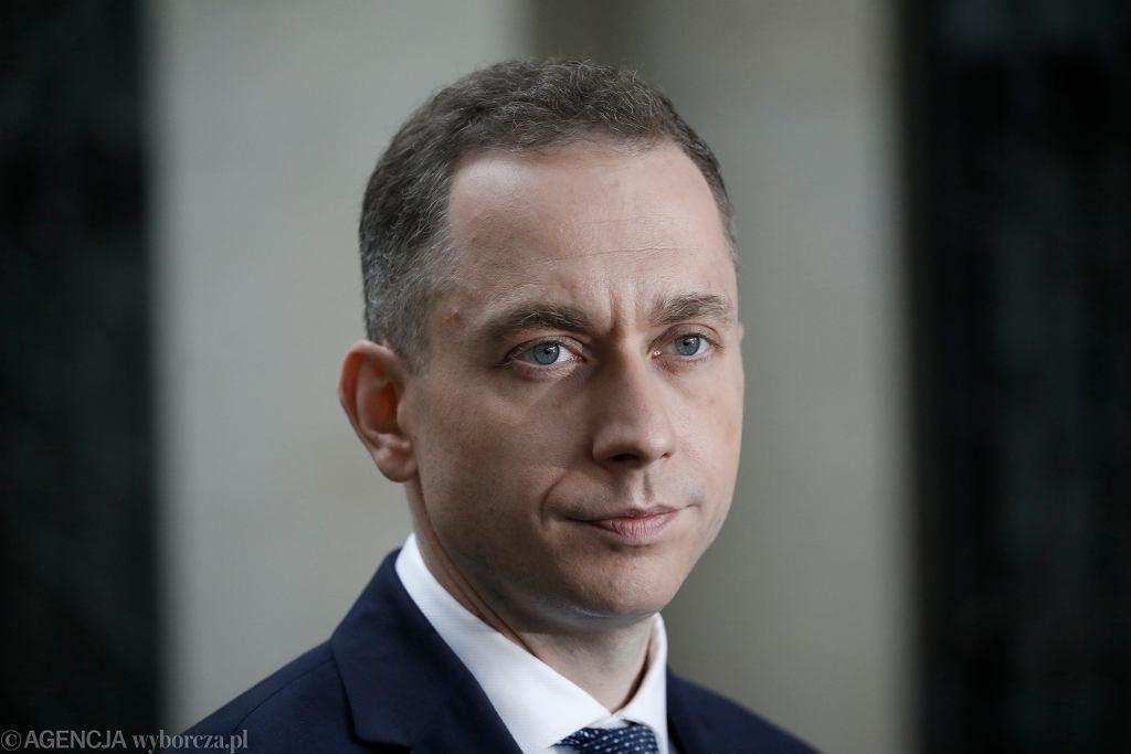 Cezary Tomczyk podczas konferencji prasowej. Warszawa, 22 czerwca 2020