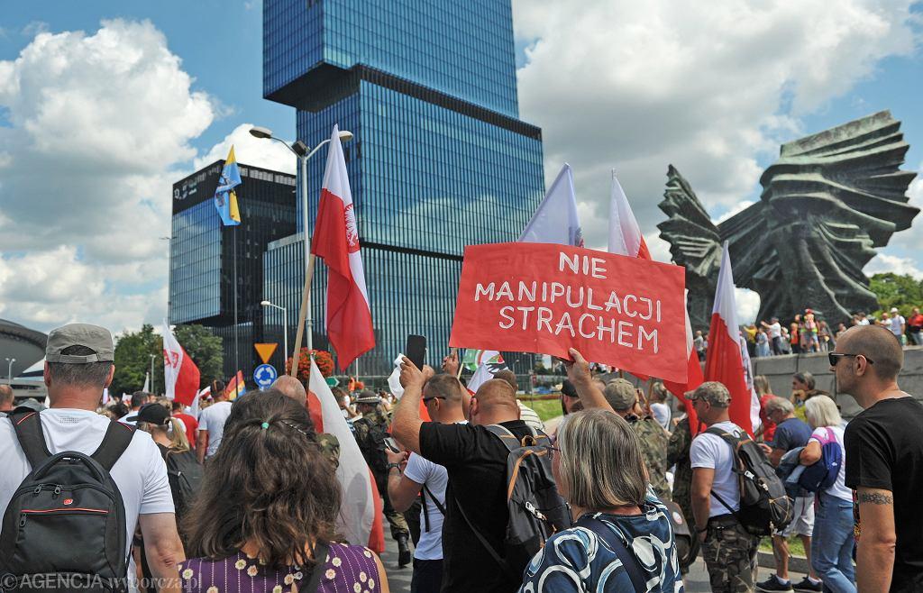 Protest antyszczepionkowców w Katowicach
